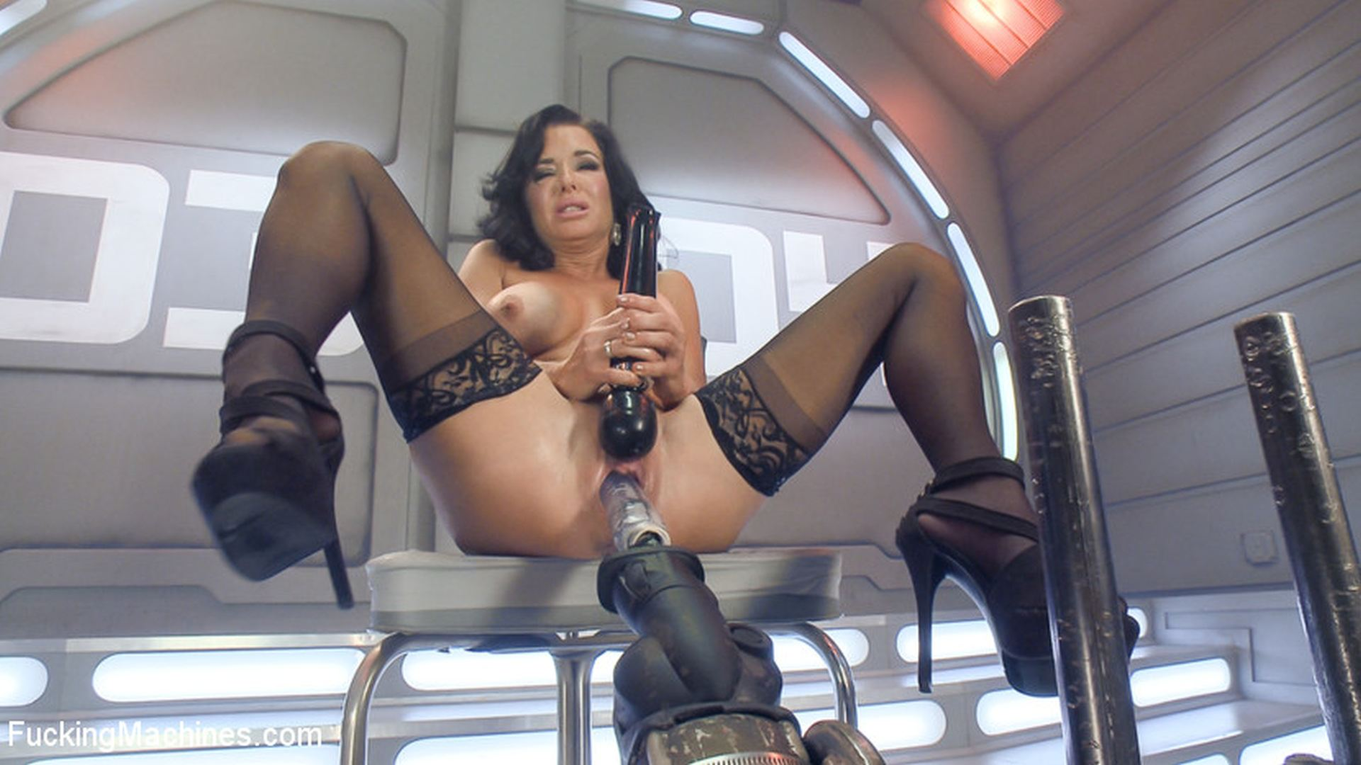 Busty Anal MILF Veronica Avluv Squirts Everywhere!